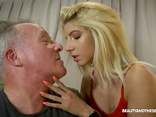 Senior gives a fraudulent massage prevalent young beauty with an increment of fucks her yummy slit