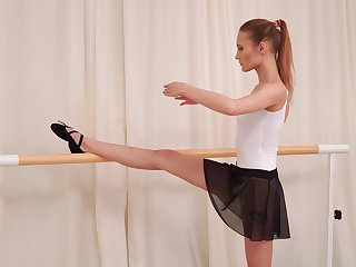 Sporty charming ballerina Olivia Westsun loves fingering the brush wet pussy