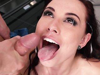 Soaking facial for pornstar Aidra Evil one after having crazy sex