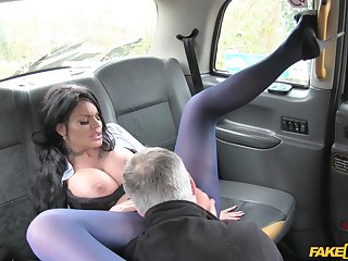 Confectionery Sexton licks her driver's ass during a random hookup