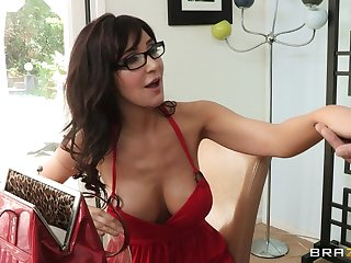 Cheating wife Diana Prince fucked in in all directions from of their way holes wide of their way follower groupie