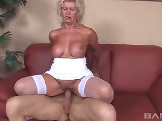 Old unprofessional Effie teases with her vapid lingerie coupled with gets fucked